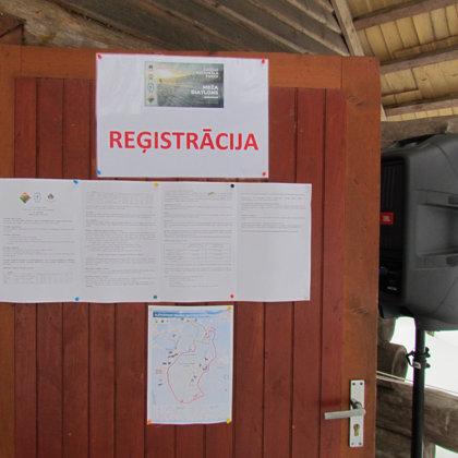 Reģistrēšanās namiņš gaida dalībniekus…